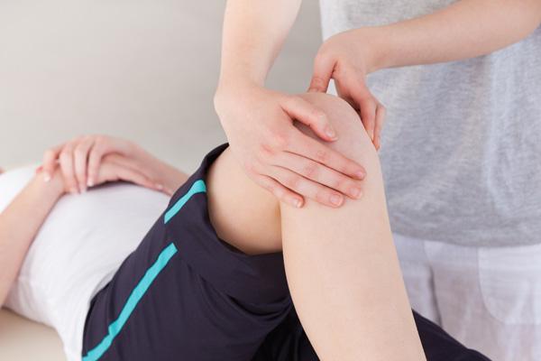 Диагностика включает первичный осмотр врача-травматолога