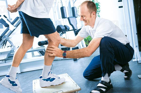 Реабилитация очень важна при лечении связок колена