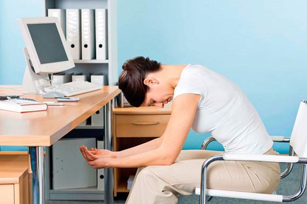 Сутулость у офисных работников