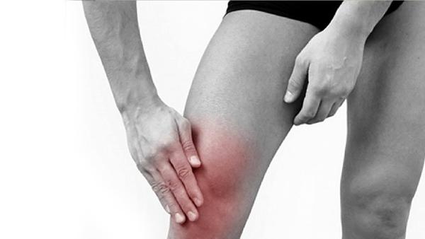 Опухшее и красное колено
