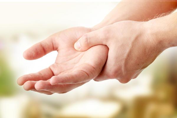 болит сустав большого пальца на руке