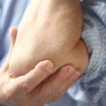 Боли в локтевых суставах: откуда берутся и как с ними справляться?