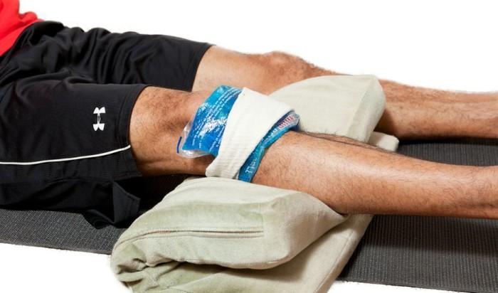 Холодный компресс при разрыве связок колена