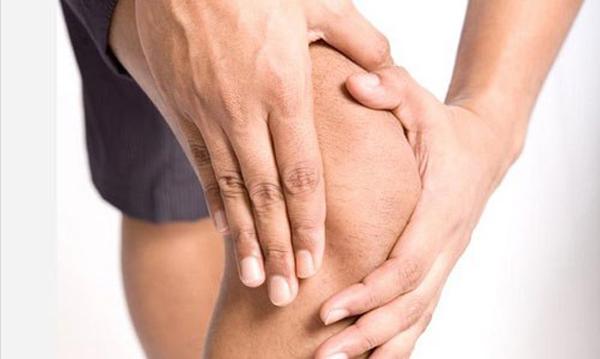 Боль при разрыве связок коленного сустава
