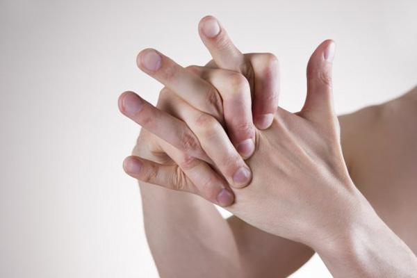 Щелчки в суставах пальцев