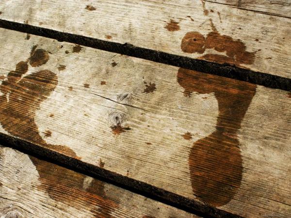 Следы стопы на полу