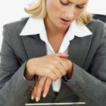 Гигрома запястья и кисти: возможно ли лечение без операции?