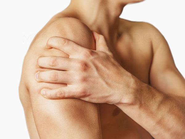 Вывих плечевого сустава боль