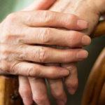Все о ревматоидном артрите пальцев рук: первые симптомы и лечение